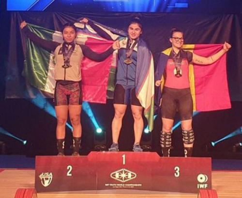 На чемпионате мира по тяжелой атлетике среди юниоров Кумушхон Файзуллаева установила мировой рекорд