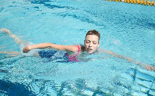 Чем плавание грозит нашему телу?