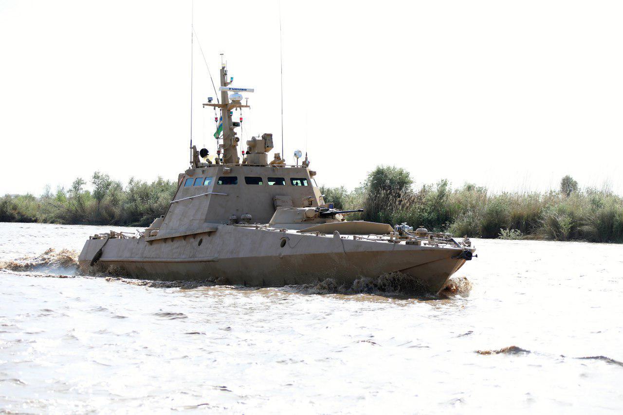 Боевые катера пограничников пресекли попытку нарушения границы (фото)