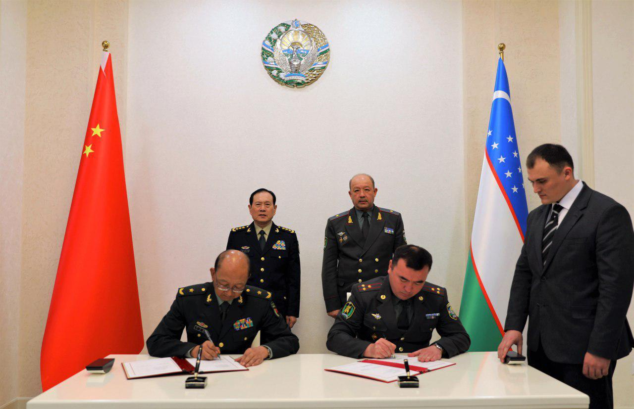 Министр обороны Узбекистана принял военную делегацию КНР