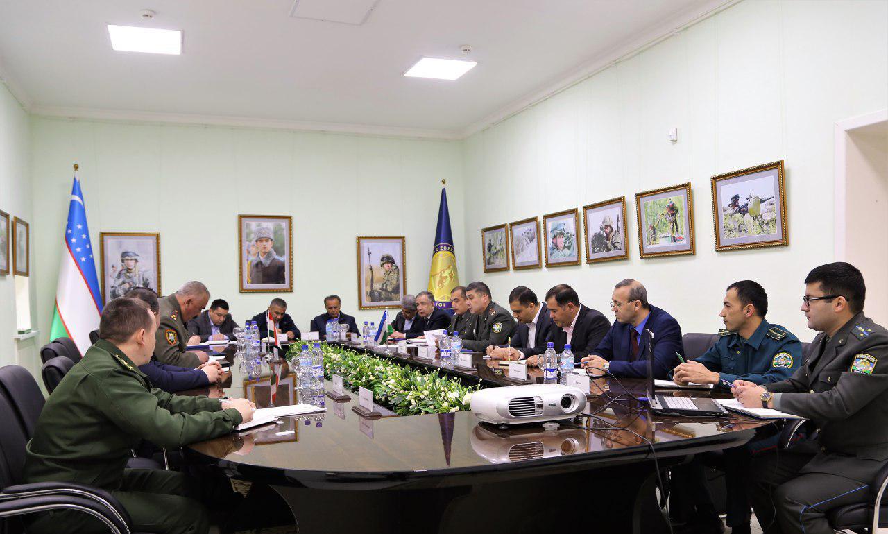 Таджикистан обсудил перевозку военных грузов через территорию  Узбекистана