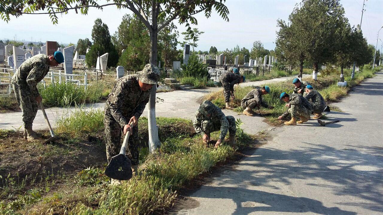 Военнослужащие Минобороны провели благоустройство воинских захоронений в Узбекистане