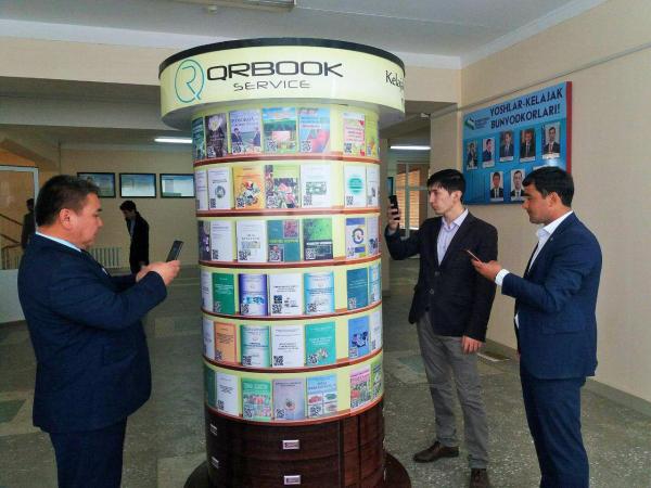 Ташкентский государственный аграрный университет запустил электронный стенд для QR-книг