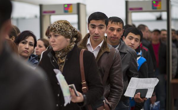 В России резко снизился приток мигрантов из Узбекистана