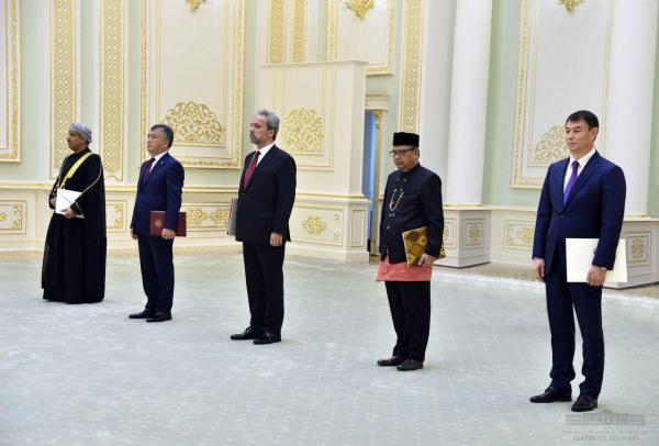 Президент принял верительные грамоты у пяти новых послов