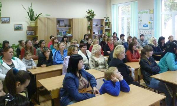 «Хамка, учи русский язык!»: педагог из Новосибирска оскорбила маму ученика из Узбекистана