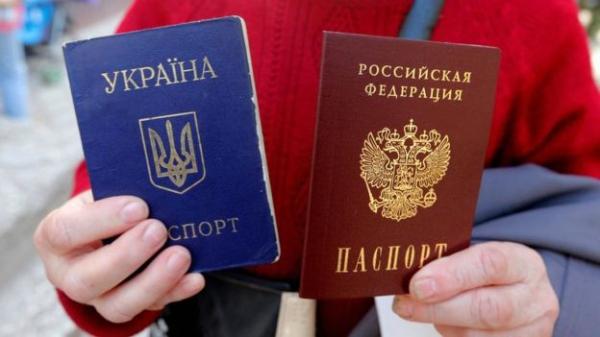 Путин и Зеленский заочно поспорили о паспортах