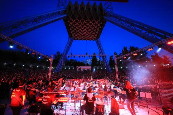 «We will rock you»: в Ташкенте прошёл симфонический рок-концерт под открытым небом