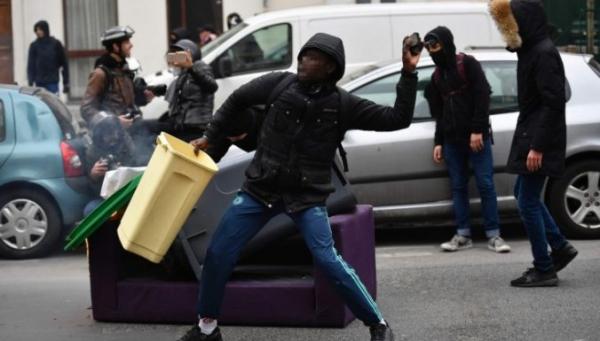 """Париж боится стать 1 мая """"столицей беспорядков"""""""