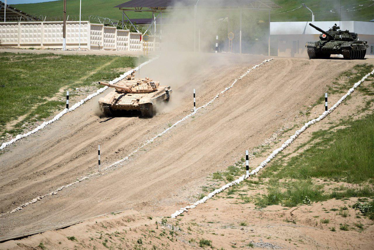 """На полигоне """"Чирчик"""" завершен танковый биатлон. Определены имена победителей"""