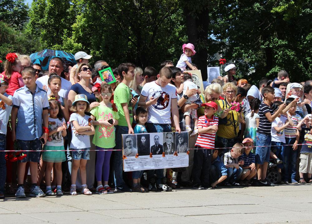 """По тротуарам под музыку: организаторы акции """"Бессмертный полк"""" рассказали, как пройдет шествие в Ташкенте 9 мая"""