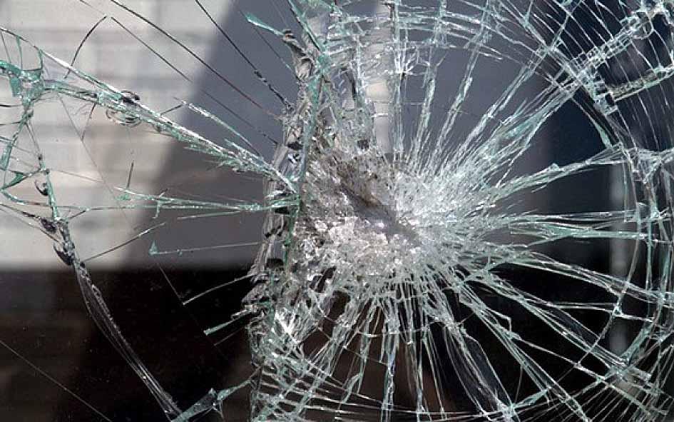В Ташкенте пассажир разбил стекло и выпрыгнул из автобуса