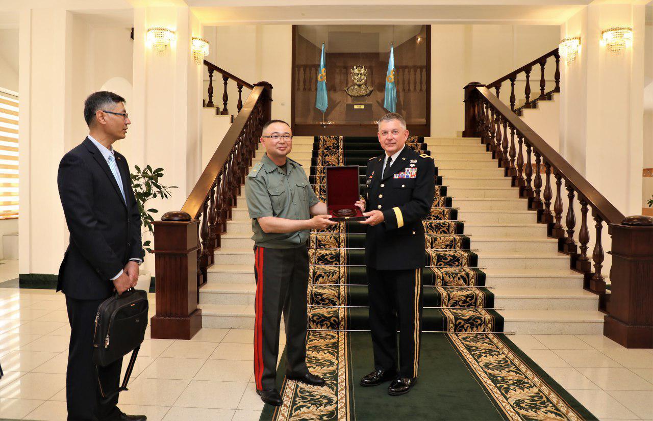 Делегация США посетила Академию Вооруженных Сил Узбекистана