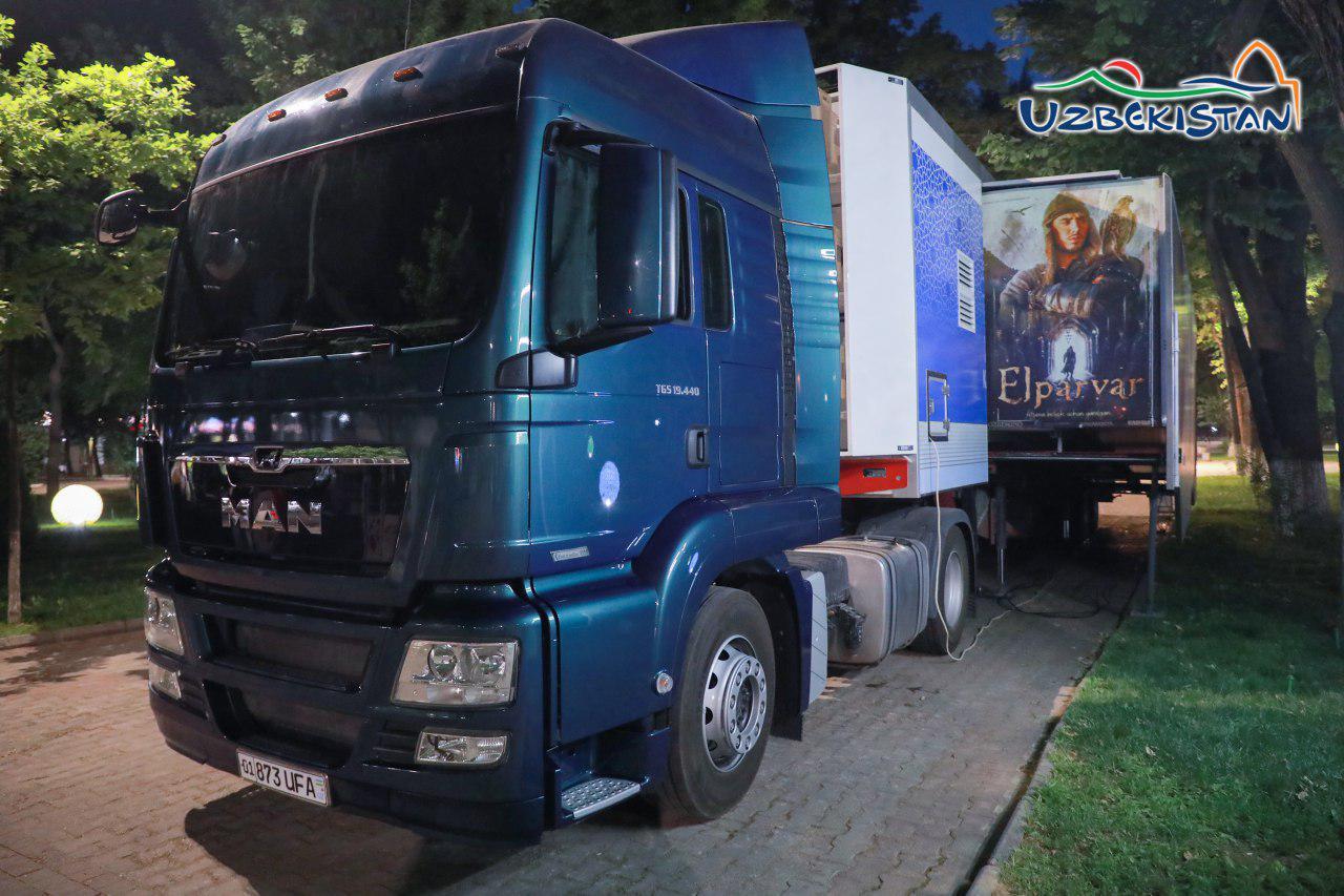 Первый в Узбекистане киномобиль приехал в Ташкент