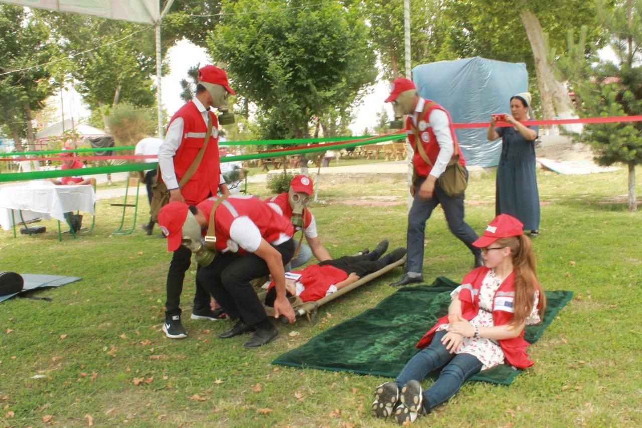 В Намангане прошли соревнования школьных санитарных постов