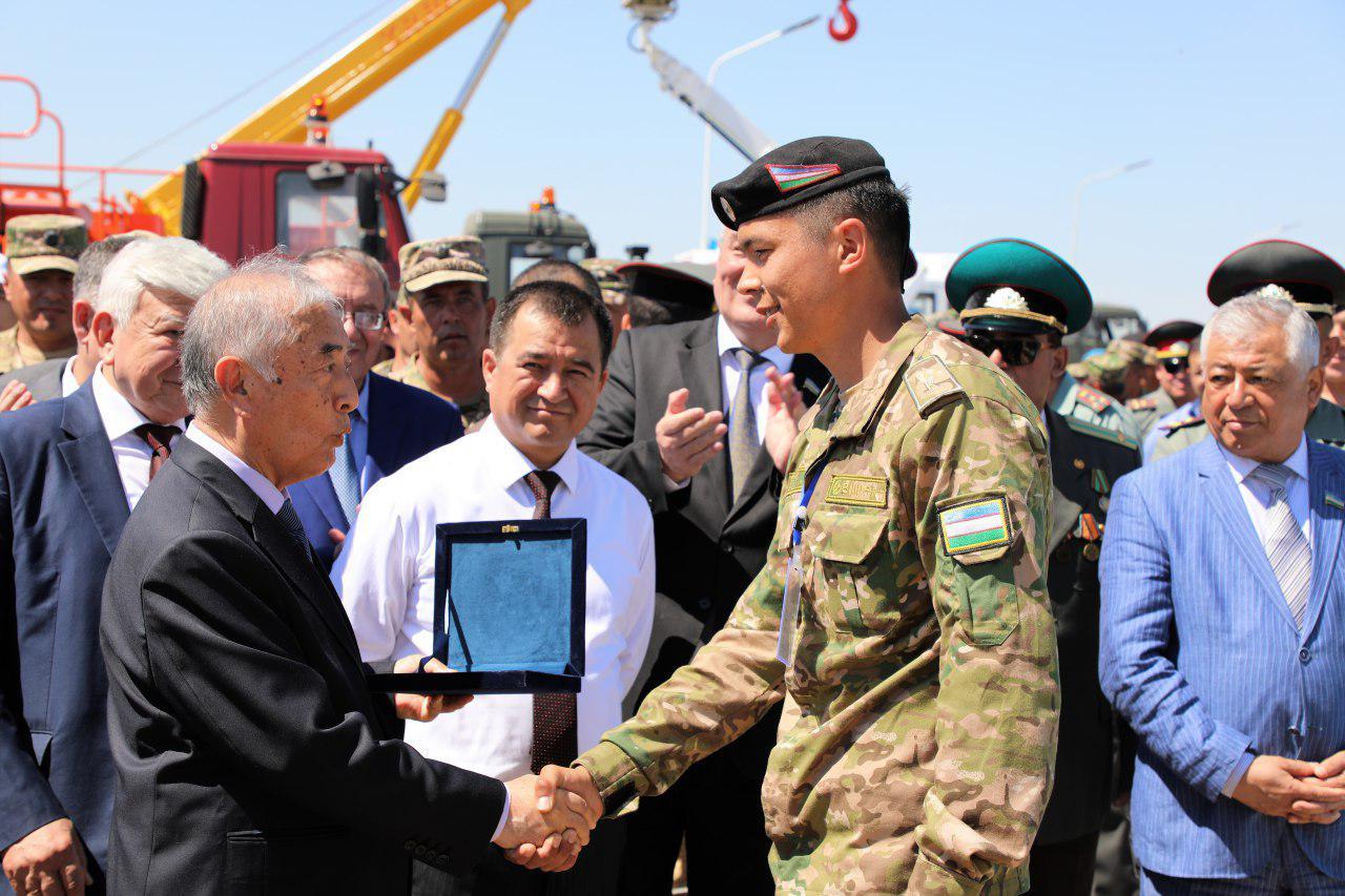 «КамАЗ» без аккумулятора, автомат-самострел, робот-подводник - что  показал военный  рационализаторский фестиваль
