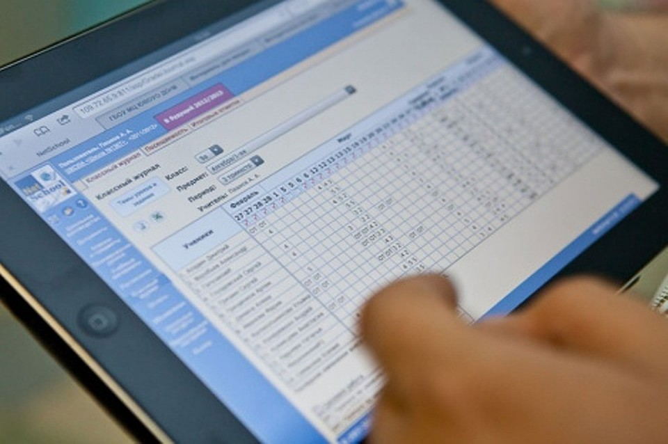 С нового учебного года все столичные школы перейдут на электронные дневники и журналы