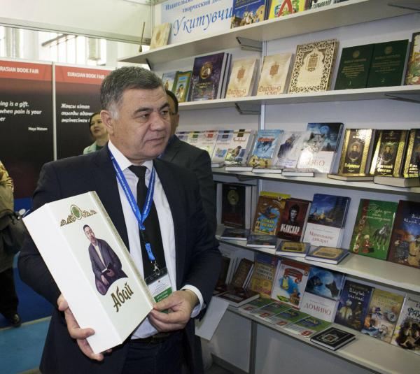 Книга «Абай» получила Гран-при книжной выставки Eurasian Book Fair-2019
