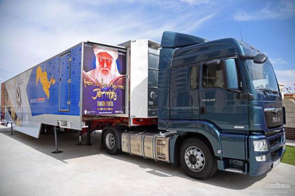 В Узбекистане появился первый в Центральной Азии передвижной кинотеатр «Киномобиль»