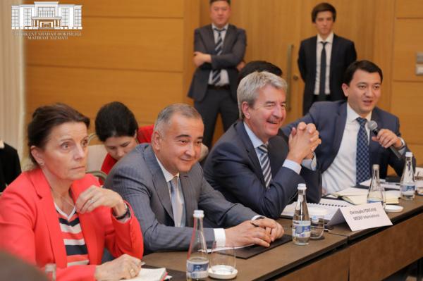 """Французская компании """"Vinci"""" намерена участвовать в строительстве мостов и отелей в Ташкенте"""