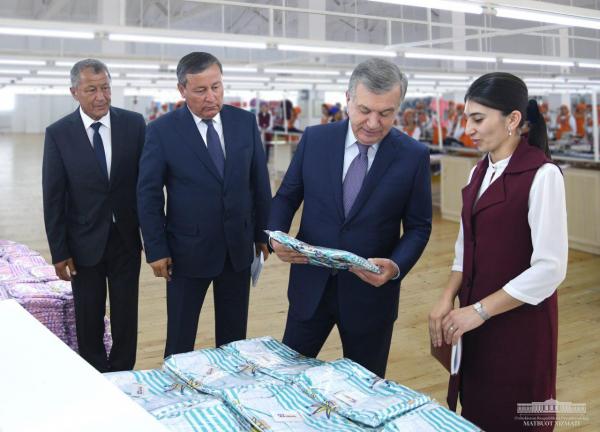 Жилые дома и новые предприятия: Шавкат Мирзиёев посетил Андижанскую область