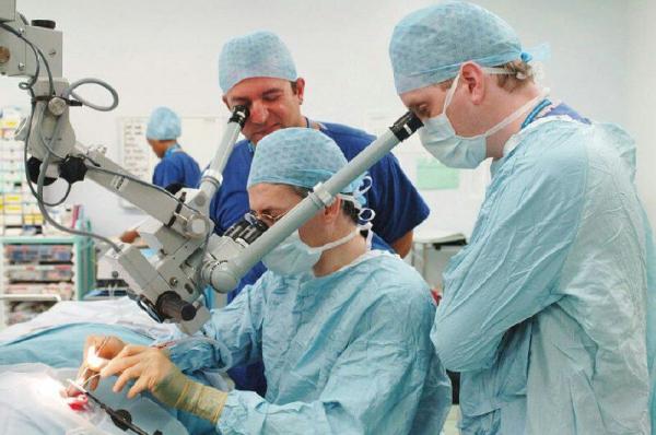 Профессор московского института имени Гельмгольца проведет льготные операции для больных диабетической ретинопатией и заболеваниями сетчатки