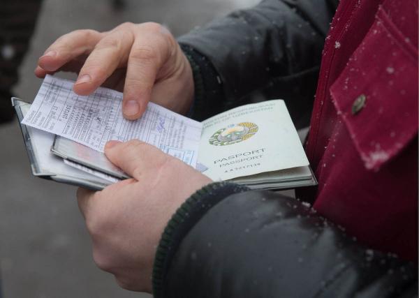 Мигрант из Узбекистана уклонялся от выезда из России 18 лет
