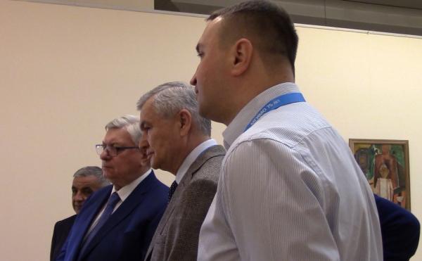 Первыми зрителями новой выставки из Нукусского музея   стали  участники форума   МГИМО