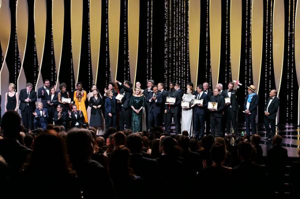 «Золотую пальмовую ветвь» Каннского кинофестиваля получил фильм корейского режиссера Пона Джун Хо