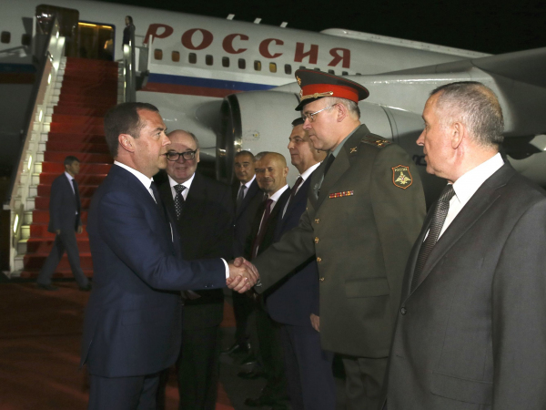Дмитрий Медведев Тошкентга келди