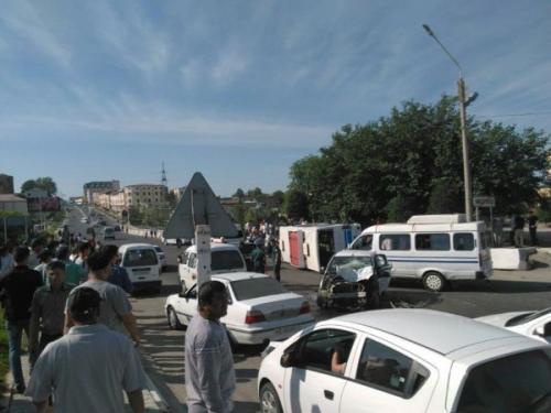 В Самарканде «Спарк» врезался в пассажирский автобус: 6 человек госпитализированы