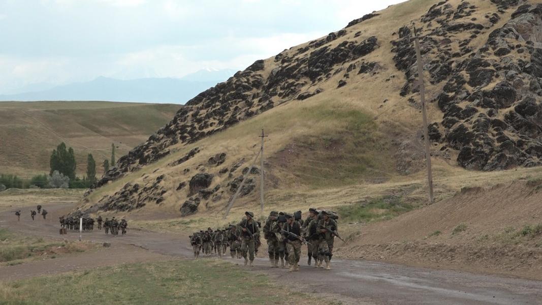 Войска Ташкентского военного округа уничтожили условных боевиков, проникших на территорию области