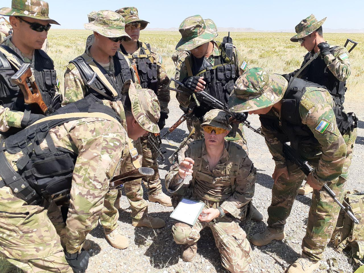 Британский спецназ атакует противника в Джизаке