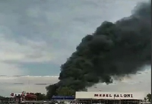 В Ташкенте сгорел склад «Бектопа курилиш»