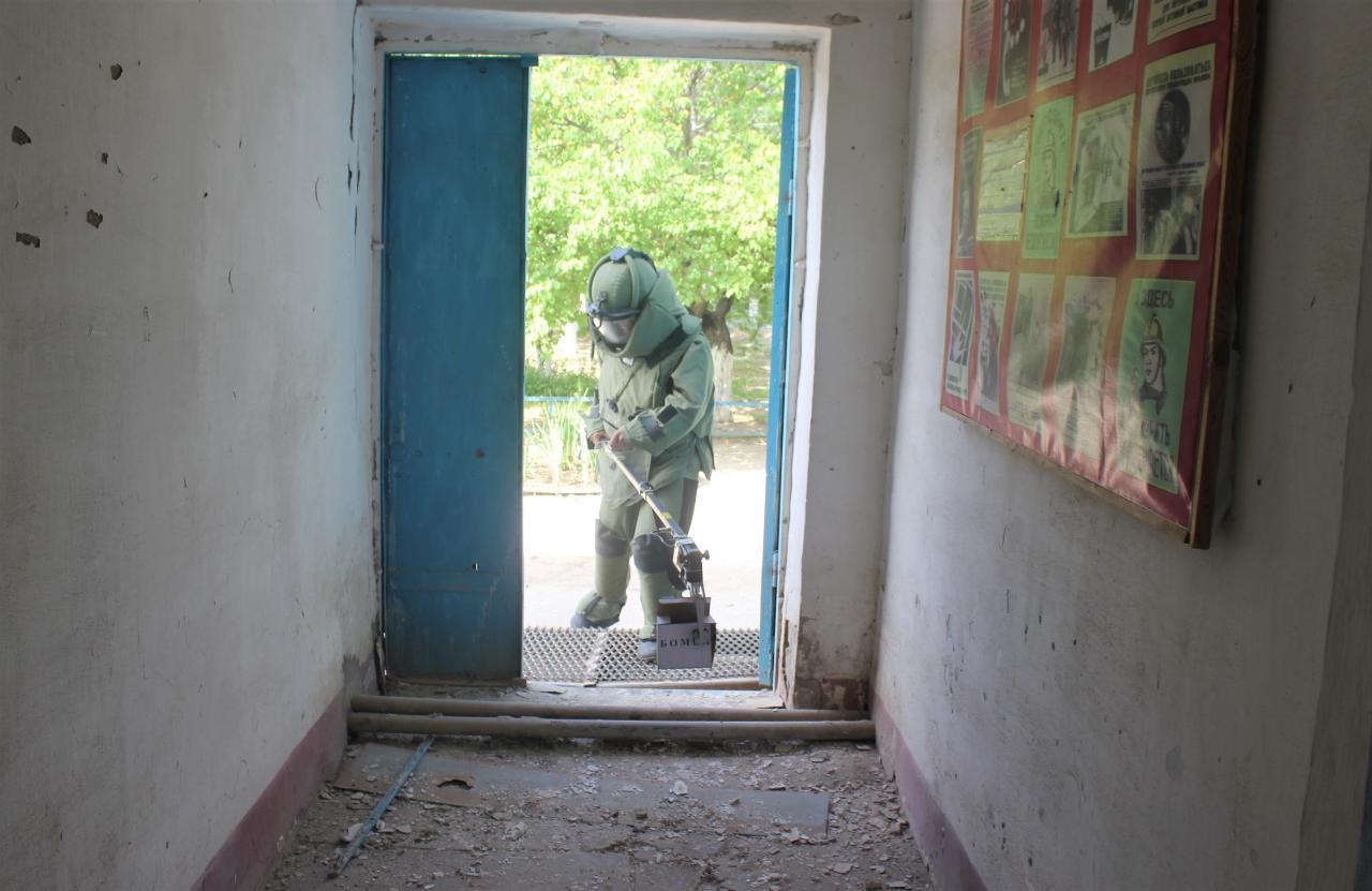 Силовики обезвредили бомбу и освободили условных заложников в Жаслыке
