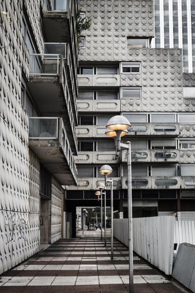 В Париже из 250 квартир выселили обитателей ради строительства двух гигантских башен Эмилем Искендеровым