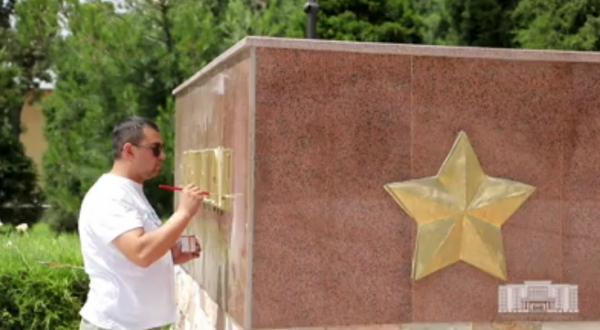 Хокимият рассказал, когда разворовали бронзовые буквы мемориала «Братские могилы» (видео)