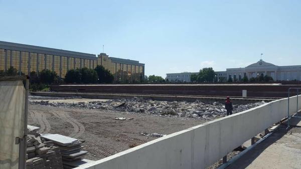 Власти столицы объяснили, что произошло с фонтаном на площади Мустакиллик