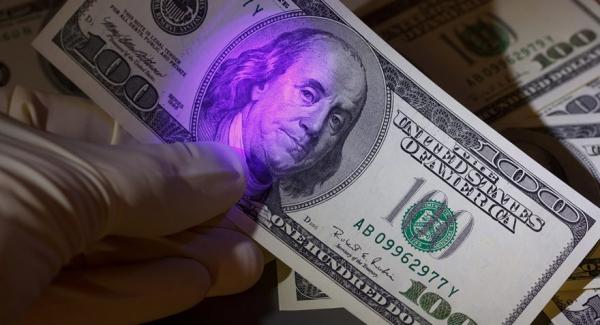 Иностранец заплатил за iPhone фальшивыми долларами