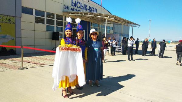 Первые туристы из Узбекистана прилетели отдыхать на Иссык-Куль