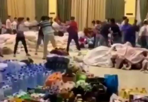 Очевидец поблагодарил узбеков, помогающих эвакуированным жителям Арыси в Шымкенте (видео)