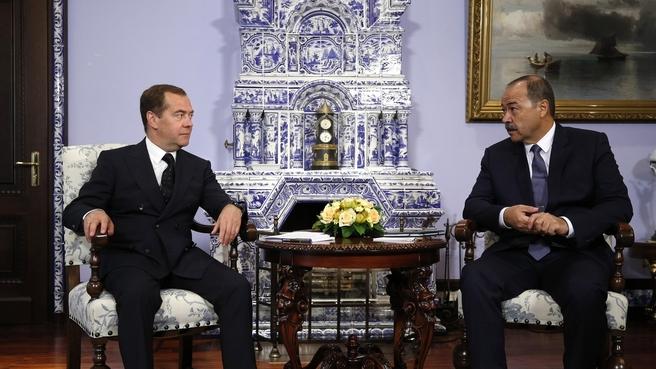 Абдулла Арипов провел переговоры с Дмитрием Медведевым