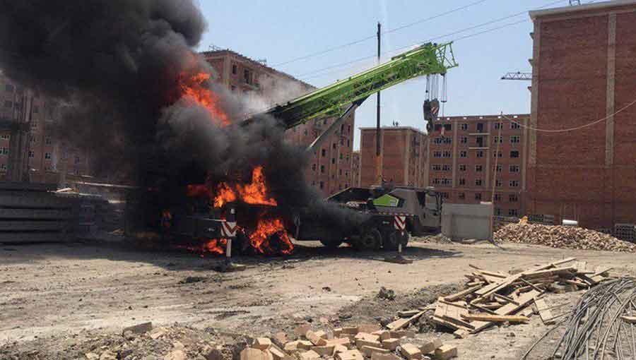 В Сергелийском районе при пожаре погиб водитель автокрана