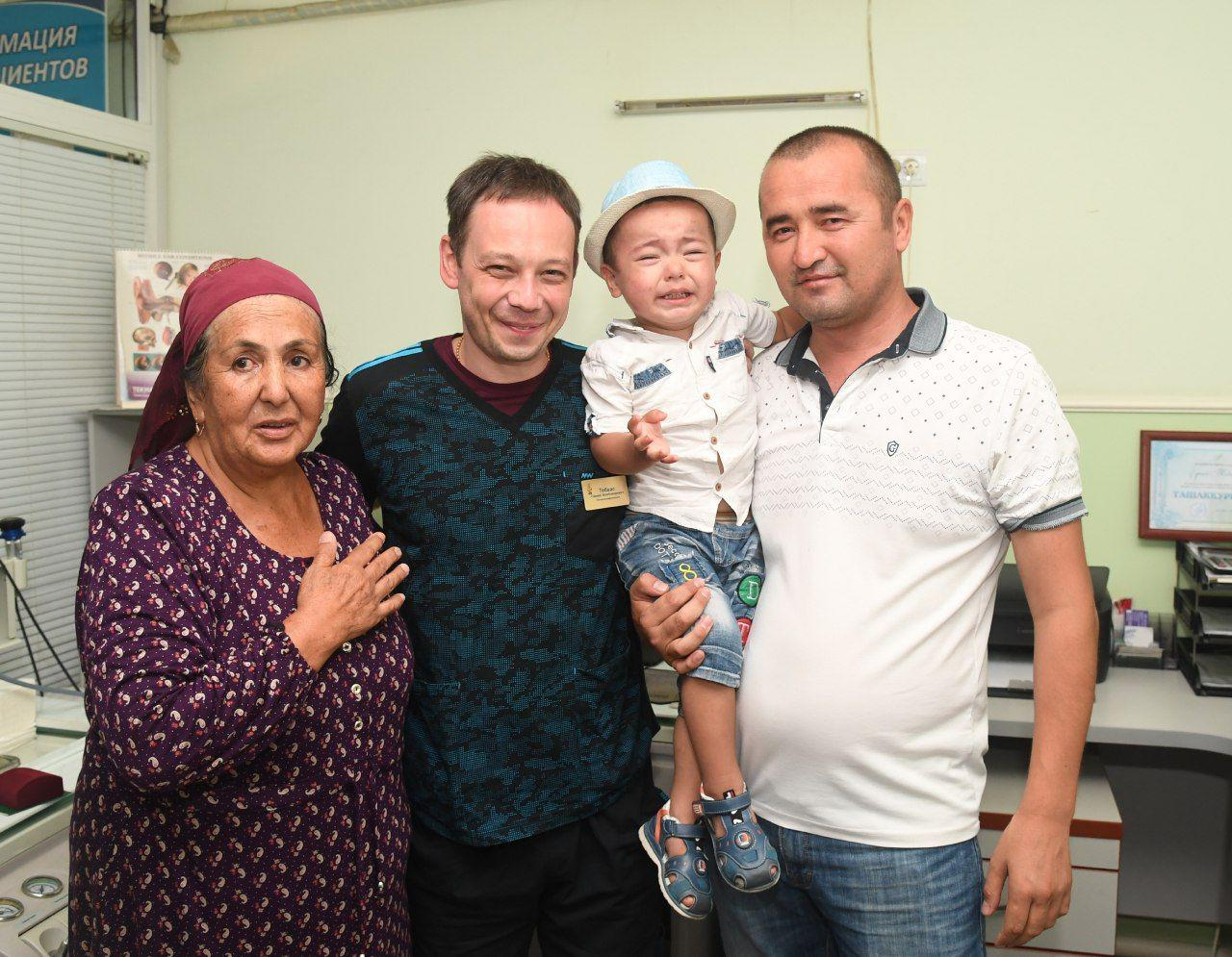 Министр здравоохранения наградил врача, вернувшего к жизни двухлетнего ребенка