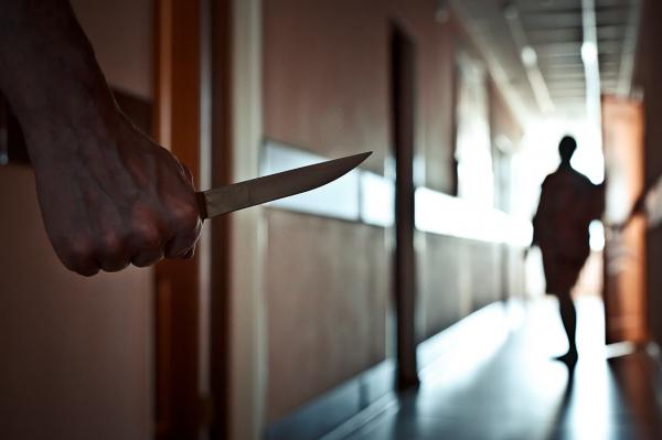 В Джизаке мужчина пытался убить врача, виня его в смерти младшего брата