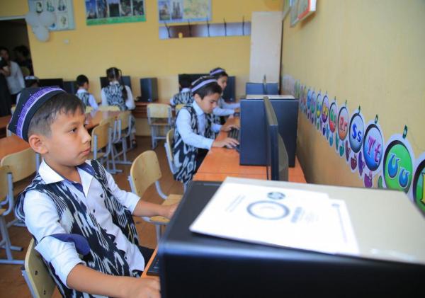Кокандской школе подарили компьютерный класс