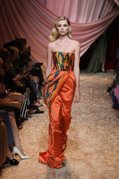 На Неделе высокой моды в Париже российский дизайнер Ульяна Сергеенко показала коллекцию, посвященную Самарканду