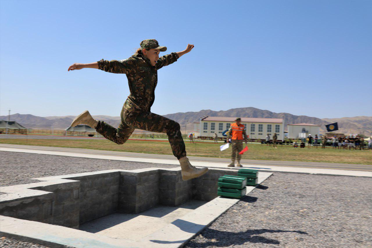 Военные медики тоже умеют воевать (фото+видео)