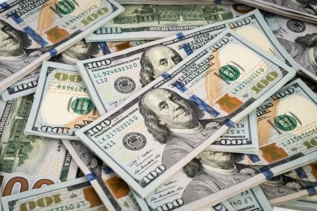 Курс продажи доллара  в коммерческих банках достиг 9200 сумов