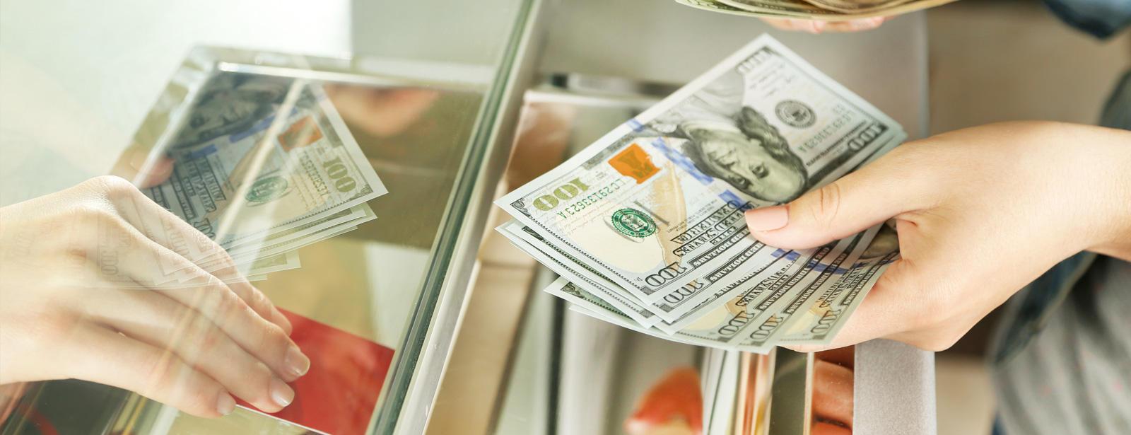 С 20 августа коммерческие банки Узбекистана начали продажу иностранной валюты в наличной форме